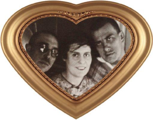 Слева направо - О.Брик, Л. Брик и В.Маяковский
